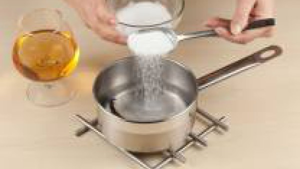 Prepara el almíbar