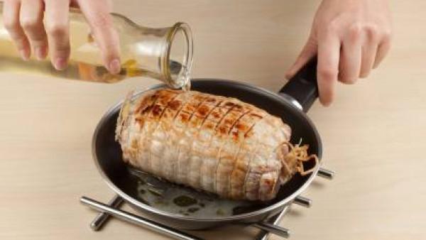 Cómo hacer lomo de cerdo relleno de manzanas paso 4