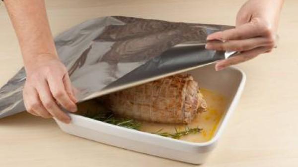 Cómo hacer lomo de cerdo relleno de manzanas paso 5
