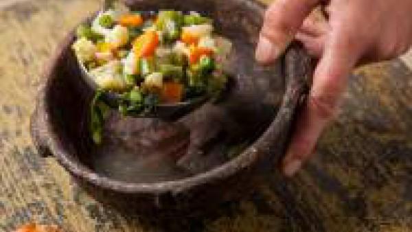 Tercer paso sopa de verduras con hierbas