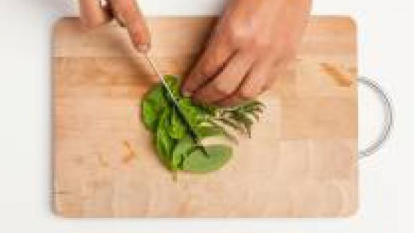 Segundo paso sopa de verduras con hierbas