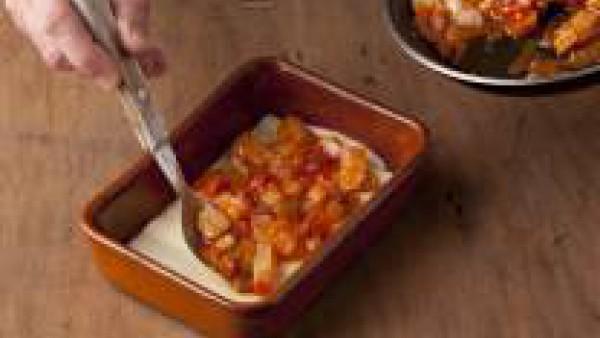 Cómo preparar lasaña fácil de bacalao con pisto de verduras - paso 4