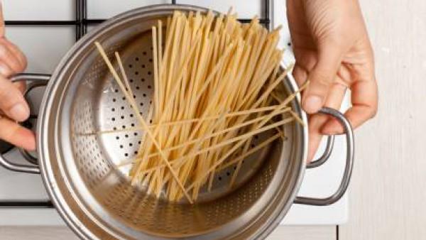 Cómo preparar Pasta con tomate y queso- Paso 1