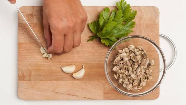 Segundo paso sopa de almejas con patatas