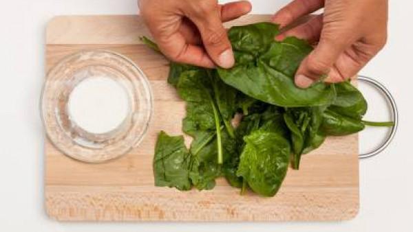 Cómo preparar flan de espinaca y requesón - paso 1