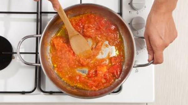 Segundo paso albondigas de carne con crema de tomate