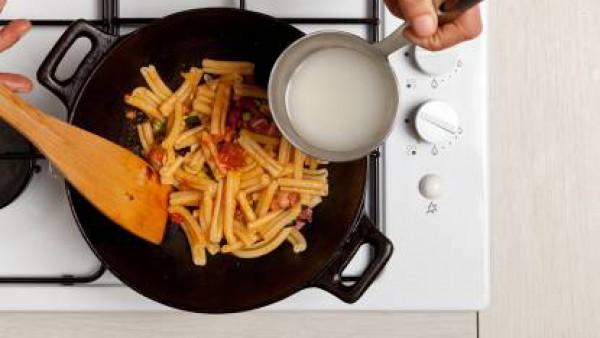Cómo preparar Macarrones con calabacines y bacon - Paso 3