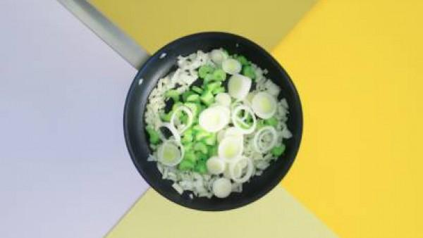 Cómo preparar Macarrones con tomate y verduras– paso 2