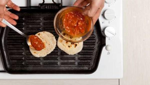 Cómo preparar Bocadillo de jamón y tomate. Paso 2
