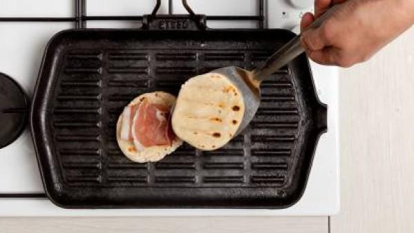 Cómo preparar Bocadillo de jamón y tomate. Paso 1