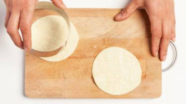 Cómo preparar Tartaleta de bimi con beicon y bechamel- Paso 1