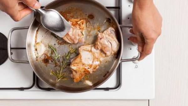 Cómo preparar Pollo troceado con tomate. Paso 2
