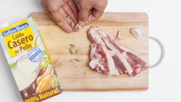 Cómo preparar Cordero lechal con cardamomo y frutos secos- Paso 3