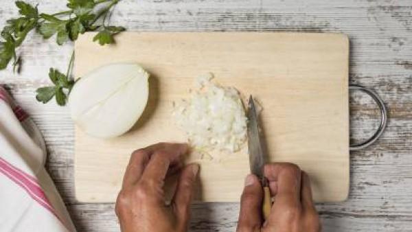 Cómo preparar Pappardelle con tomate olivas y alcaparras– paso 1