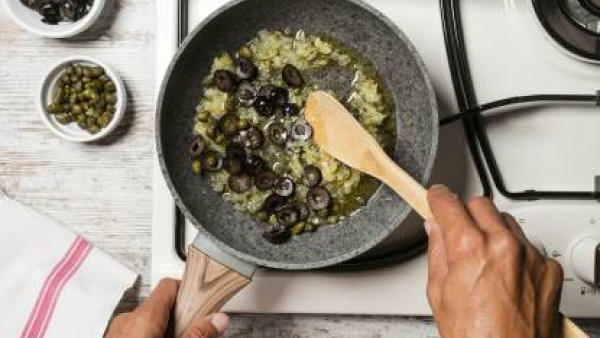 Cómo preparar Pappardelle con tomate olivas y alcaparras– paso 2