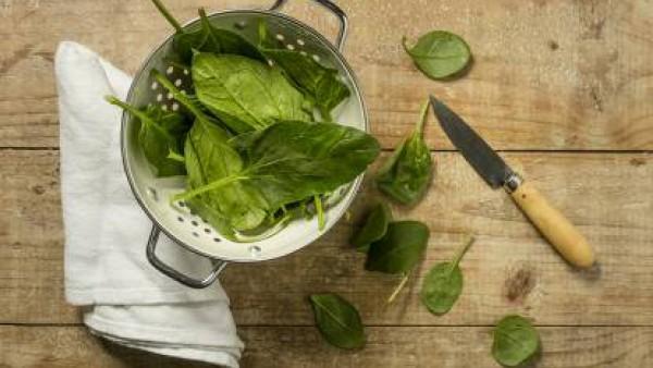 Cómo preparar Espinacas a la crema- paso 1