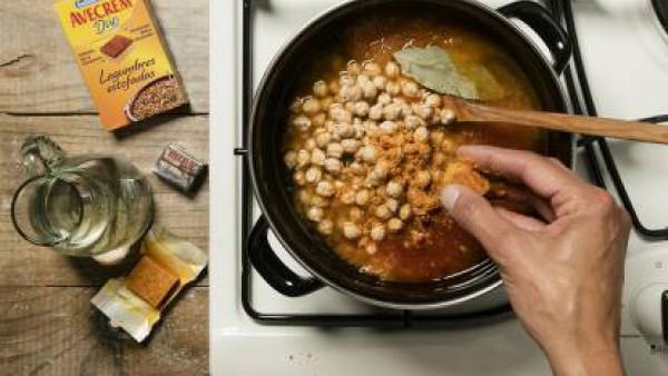Cómo preparar Potaje de garbanzos con bacalao- paso 3