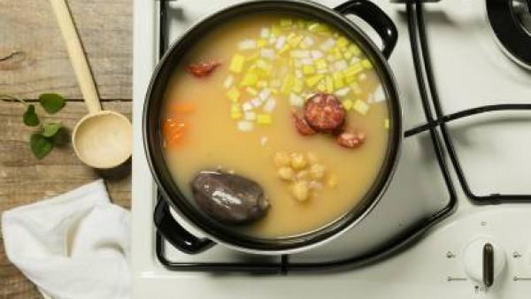 Como preparar Cocido de garbanzos - Paso 3