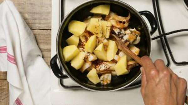 Cómo preparar Sepia con patatas - paso 2