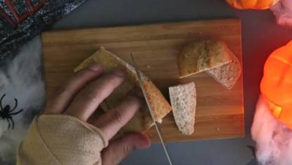 Cómo hacer bocadillo de momia de albóndiga - Paso 2