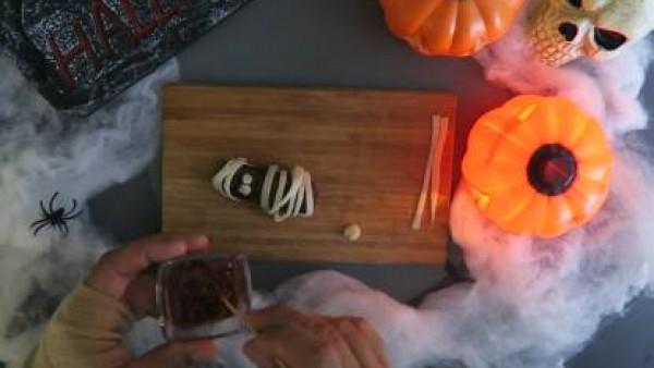 Cómo hacer bocadillo de momia de albóndiga - Paso 4
