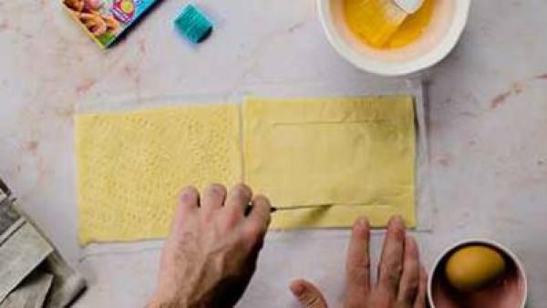 Segundo paso en el que te explicamos como preparar hojaldre de gambas