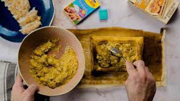 Tercer paso en el que enseñamos como preparar hojaldre de gambas