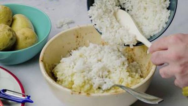 Primer paso de bolas de patata y arroz