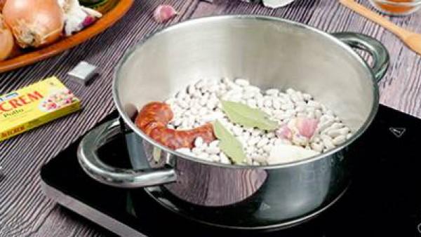 Potaje de alubias blancas con chorizo