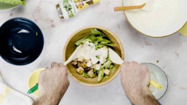 Tercer paso ingredientes ensalada cesar