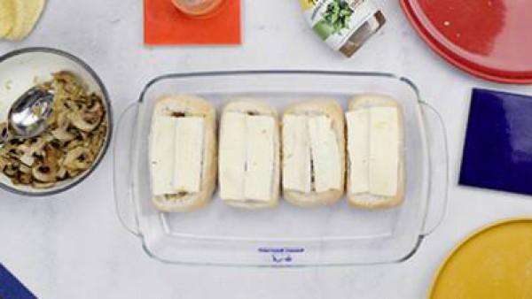 Paso tres pan relleno de camembert con verduras