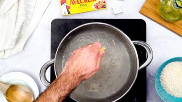 Primer paso pescado frito con arroz
