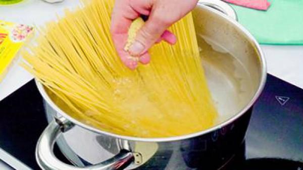 Primer paso espaguetis con gambas al ajillo