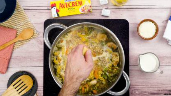 Tercer paso pasta con pollo y pimiento