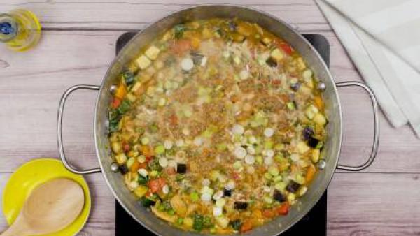 Tercer paso arroz con pollo y verduras