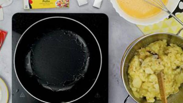 Segundo paso tortilla de patatas
