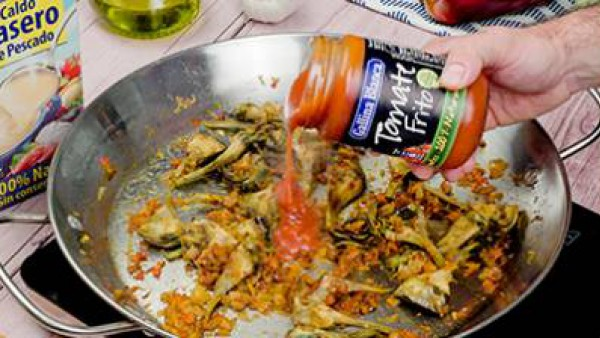 Primero paso arroz con bacalao y alcachofa