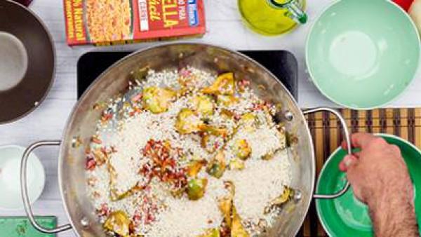 Segundo paso arroz de carne y alcachofas