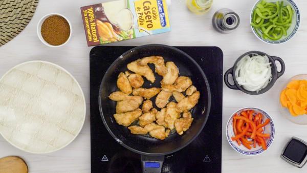 pollo con salsa de almendra paso 3