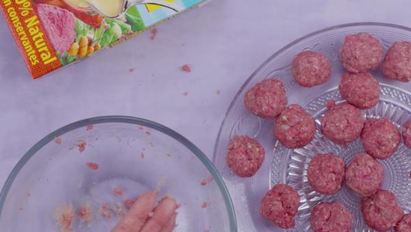 Segundo paso albondigas en salsa de almendras