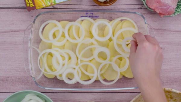Primer paso muslos de pollo asados con patatas