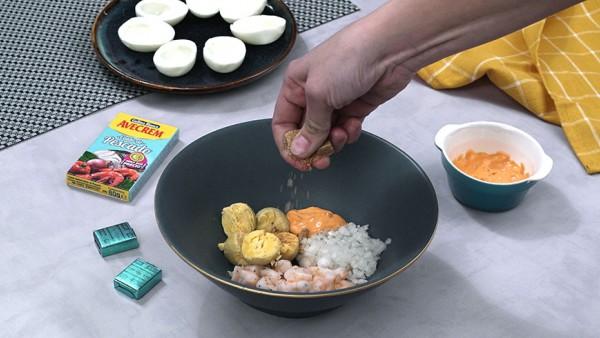 Segundo paso huevos rellenos de marisco