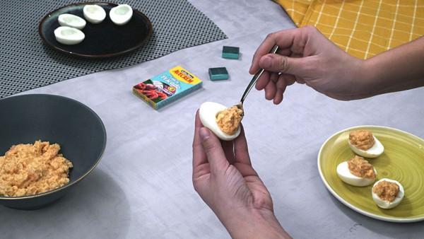 Tercer paso huevos rellenos de marisco