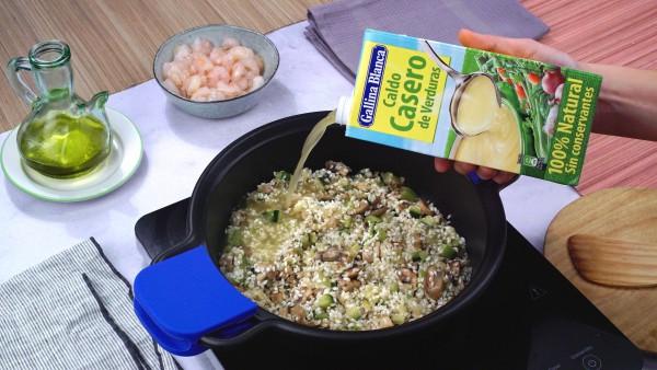 Segundo paso arroz con verduras y gambas