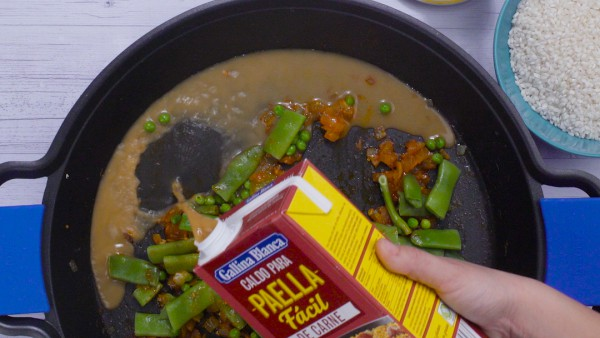 Tercer paso arroz con pollo y salchichas