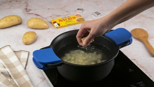 Primer paso de ensalada de patata de verano