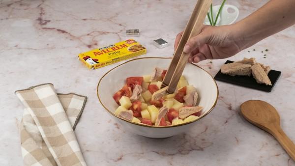 Segundo paso de ensalada de patata de verano
