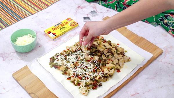 Segundo paso hojaldre relleno de pollo con verduras