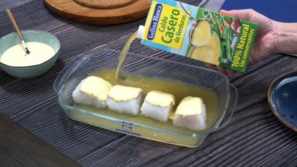 Segundo paso Bacalao con mayonesa al horno