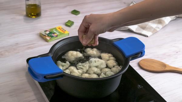 Coliflor gratinada con patatas paso 1